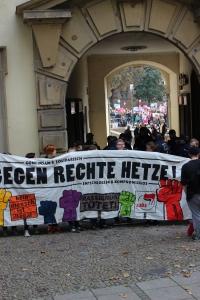 #3_Blockade am Eingang der rechten Kundgebung